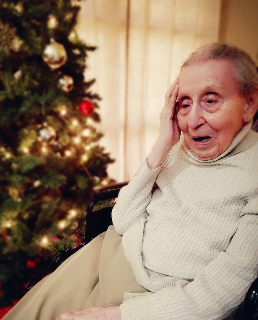 Among the best holiday gifts for people with Alzheimer's: A quiet moment listening to Christmas music